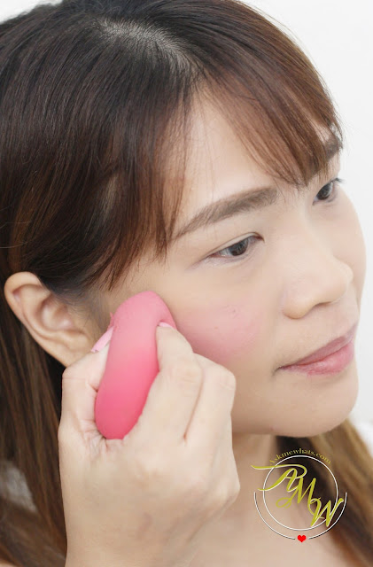 a photo on how to apply Benefit Gogo Tint