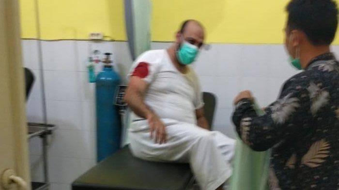 Innalillahi, Syeikh Ali Jaber Ditusuk Saat Tausiyah