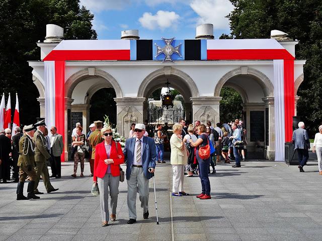 pomnik Nieznanego Żołnierza i Pałac Saski
