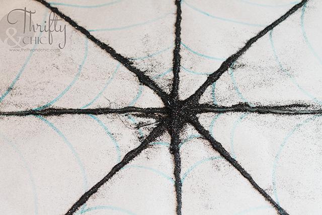 使用热胶水闪闪发光的蜘蛛网展示位置!