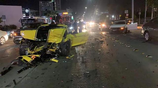 Video.- Destroza Mustang Ecoboost tras pasar semáforo y chocan contra 2 vehículos , deja heridos y huye, aparece después y culpa a policías
