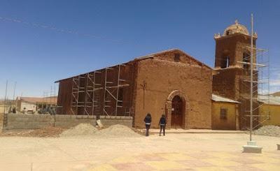 Die Pfarrkirche von San Pablo de Lipez zu Beginn der Renovierung