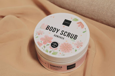 review scarlett whitening body scrub romansa