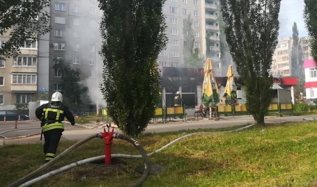 В Уфе сгорело кафе и цветочный магазин