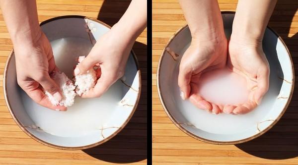 Agua de arroz hervida para el cabello
