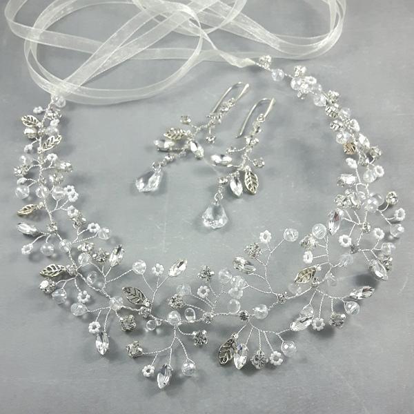 Wianek ślubny i kolczyki z kryształkami.