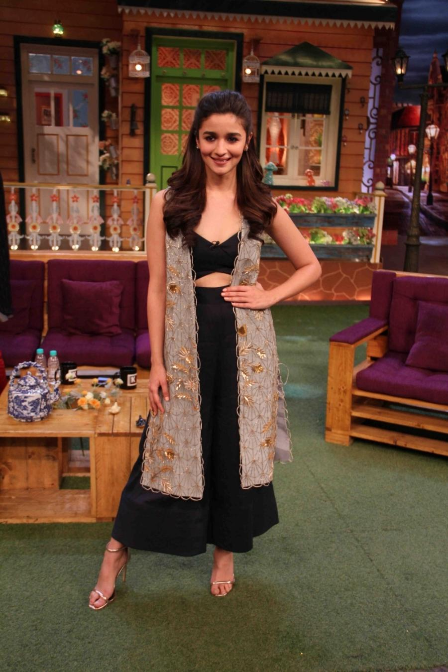 Alia Bhatt In Mumbai Promotion of Film Badrinath Ki Dulhania