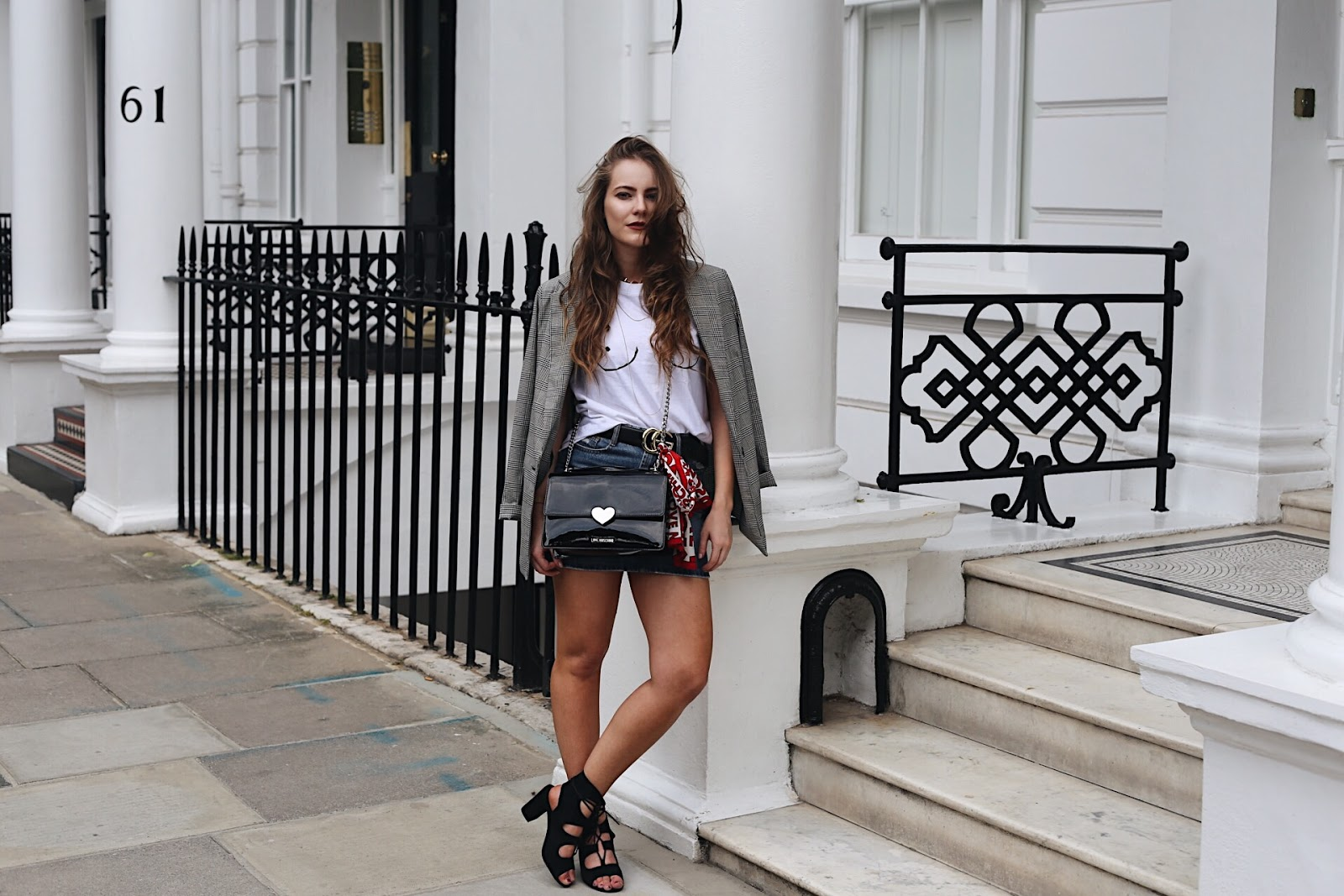 london based fashion blogger, london based style blogger, london based petite blogger, london petite style blogger, petite blogger, petite style blogger, london-based fashion blogger, gucci belt, gucci, gucci belt outfit, denim skirt, boohoo denim skirt, denim skirt outfit inspiration, fashion trend 2017, denim skirt must have, boohoo outfit inspo, boohoo denim, gucci belt, gucci, love moschino bag, love moschino, bershka blazer, underboob top, how to blog successfully, blogging tips, how to take blog photos, blogging 101, tips for blogging