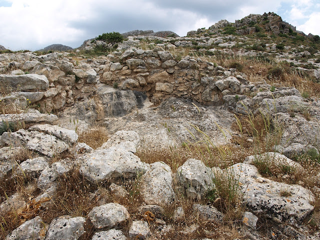 Cretan tomb's location may have strengthened territorial claim