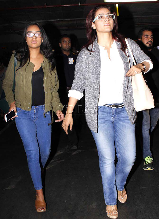 Bollywood Star Kids: Kajol With Daughter Nysa spotted at ...