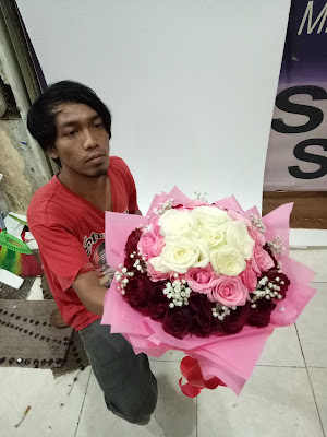 cara merangkai hand bouquet