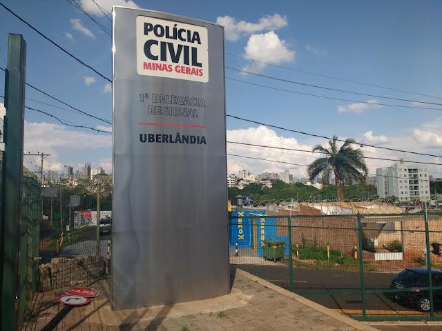 Policial que morreu após atirar contra si dentro da delegacia em Uberlândia é enterrado