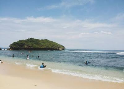 pantai di jogja yang sanggup buat berenang 5 Pantai di Jogja Yang Siap Membuatmu Terpesona Dengan Keindahannya