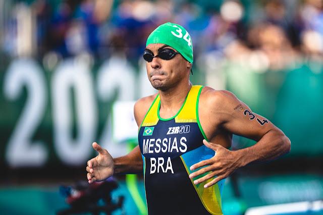 Manoel Messias na transição da natação para o ciclismo
