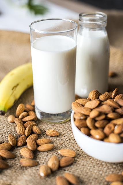 Milk and badam, healthy drink before night sleeping, protine se bharpur halka food