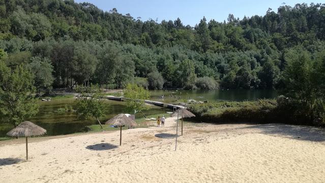 Vista da Praia Fluvial da Esplanada do bar da Praia Fluvial de Verim