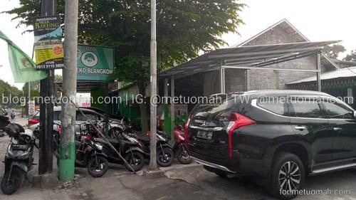 Parkiran Soto Pak Eko Blangkon