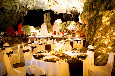 Cave Dinning in Halong