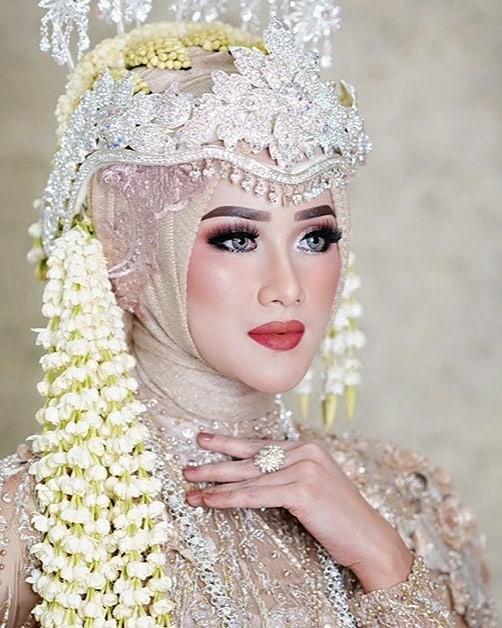 rias pengantin yang cocok untuk wajah kecil