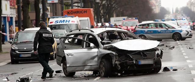 Explosion d'une voiture piégée en pleine rue à Berlin