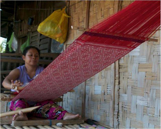 yakan woman weaver