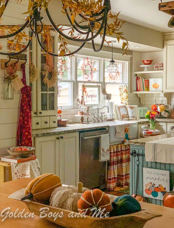 Fall decor in cottage style kitchen - www.goldenboysnadme.com