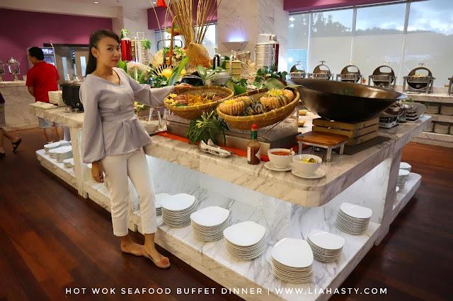 Hidangan Seafood Hot Wok Seafood Buffet Dinner dari Lexis Suites Penang