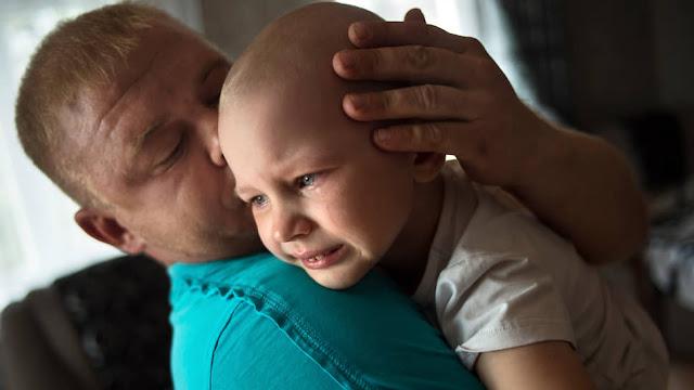 Она стала жаловаться, что болит голова, потом родители заметили, что дочь как-то странно моргает и заводит глаза вправо