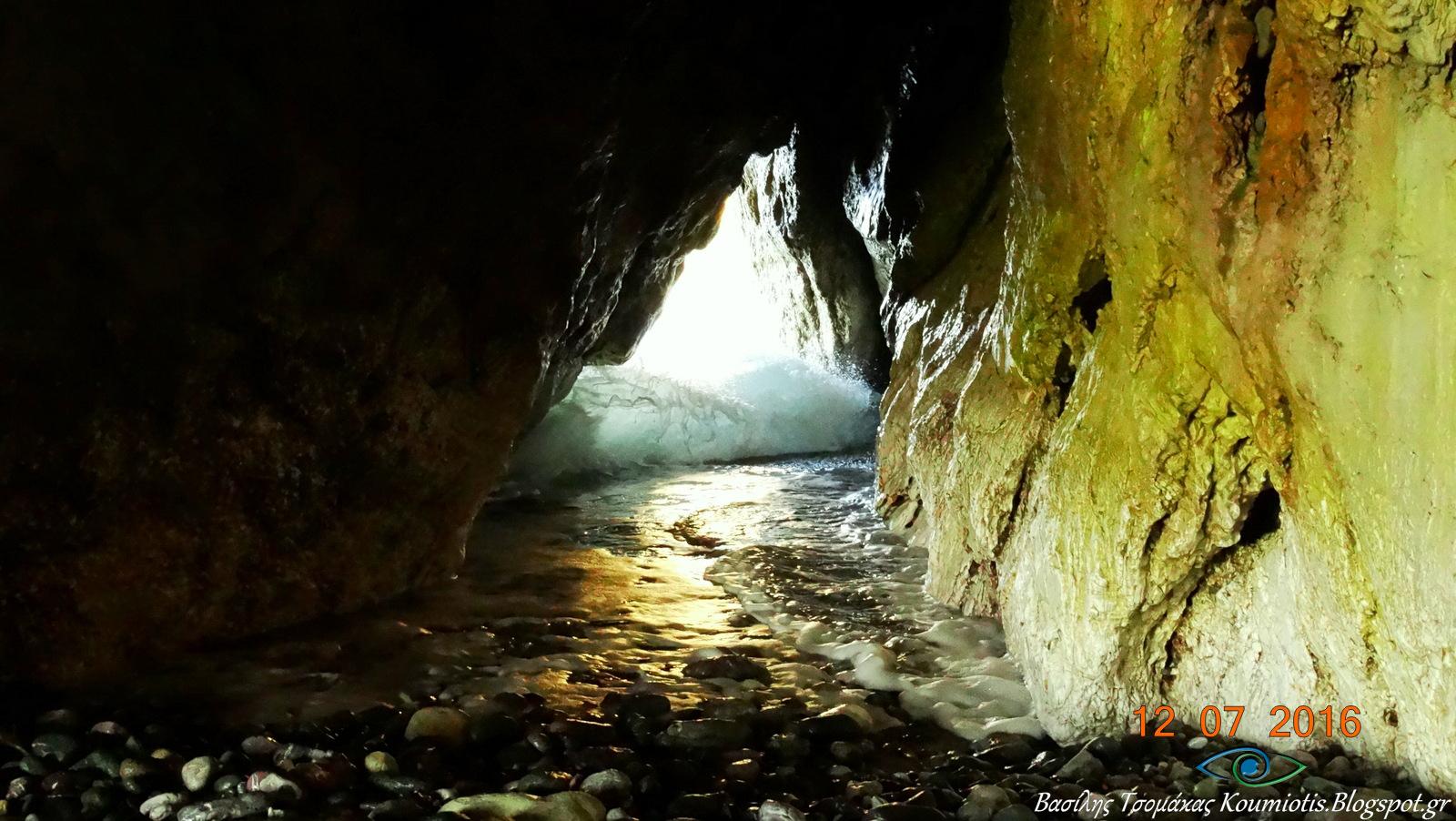 Η Χιλιαδού βρίσκεται στην κεντρική Εύβοια, στην πλευρά που βλέπει προς το Αιγαίο - πηγή: Βασίλης Τσομάκας (koumiotis.blogspot.gr)