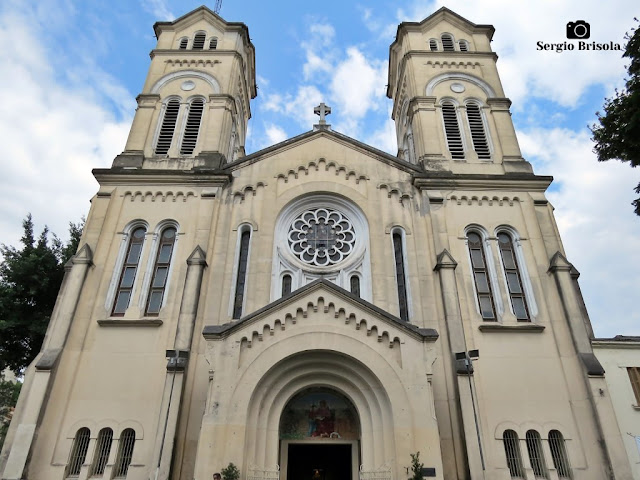 Vista ampla da fachada da Paróquia Sant'Ana - Santana - São Paulo
