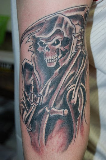 Grim Reaper tatuagem no braço. O reaper, que é visto como convidando-o a aproximar. É como o reaper quer que você venha e enfrentar o seu destino.