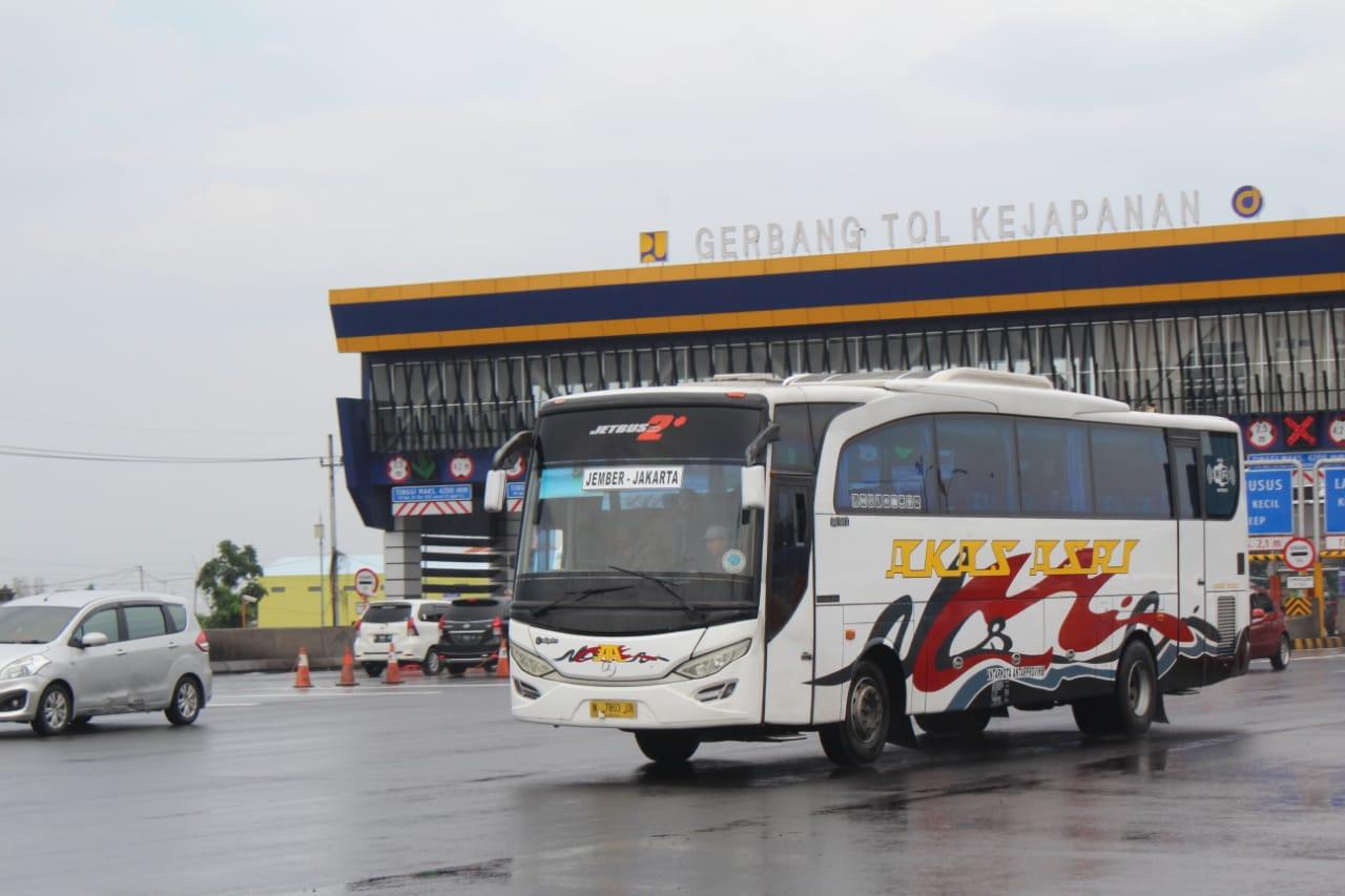 Foto Bus Akas Jember Jakarta Pulogebang