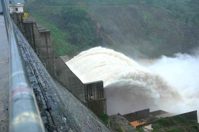 Quảng Nam: Thủy điện xả lũ, đã có ít nhất 4 người chết và mất tích