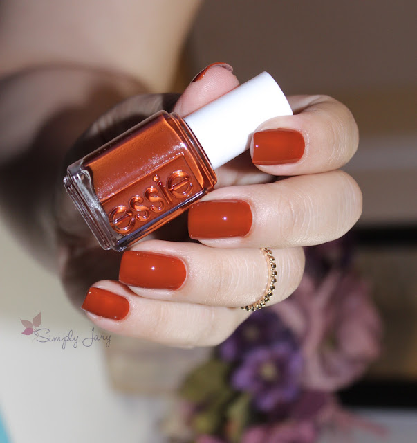 essie playing koi