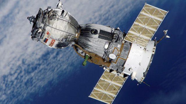 স্যাটেলাইট কি? কিভাবে কাজ করে? এর ভিতরে কি থাকে? সম্পূর্ণ তথ্যবহুল পোস্ট। What is satellite? How does it work? What is inside it? Full Info about Satellite.