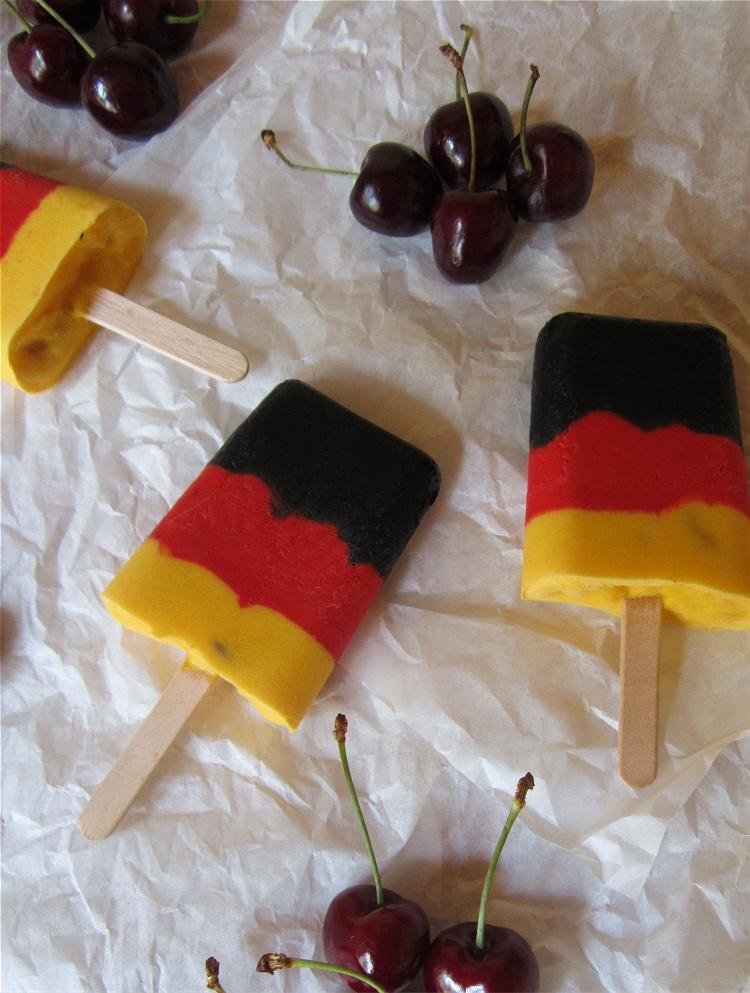 Joghurt-Kirsch-Eis im Deutschland-Look