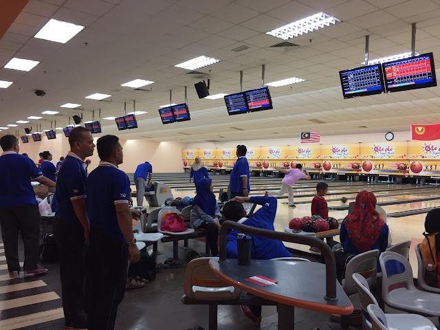 aktiviti hujung minggu, bowling, riadah bersama kawan-kawan
