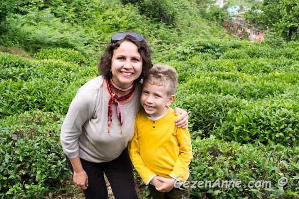 Oğlumla bir çay bahçesinde, Rize