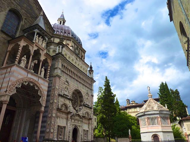 Capilla Colleoni y Baptisterio en Bergamo en Italia