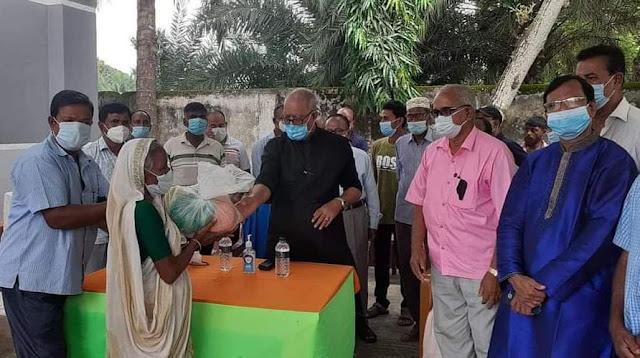 মোংলায় করোনায় ক্ষতিগ্রস্হ ১৫০ পরিবারের মাঝে উপমন্ত্রীর উপহার সামগ্রী  প্রদান