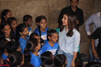 Alia Bhatt in Denim and jeans with NGO Kids 10.JPG