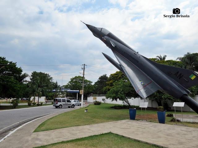 Vista ampla da entrada do Parque de Material Aeronáutico de São Paulo (PAMA-SP) - Santana