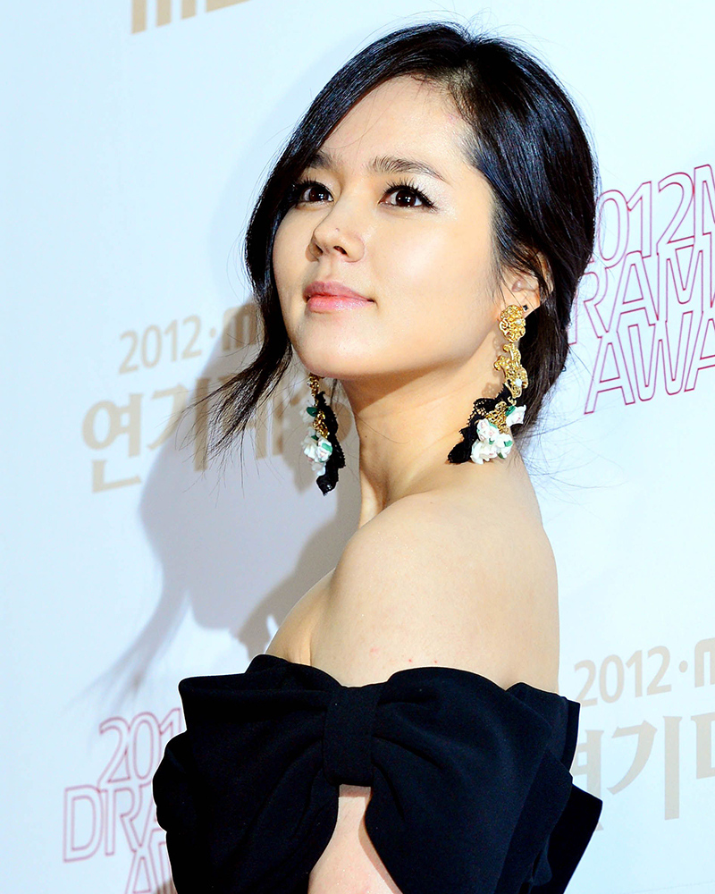 Han Ga-in artis korea selatan cantik dan manis