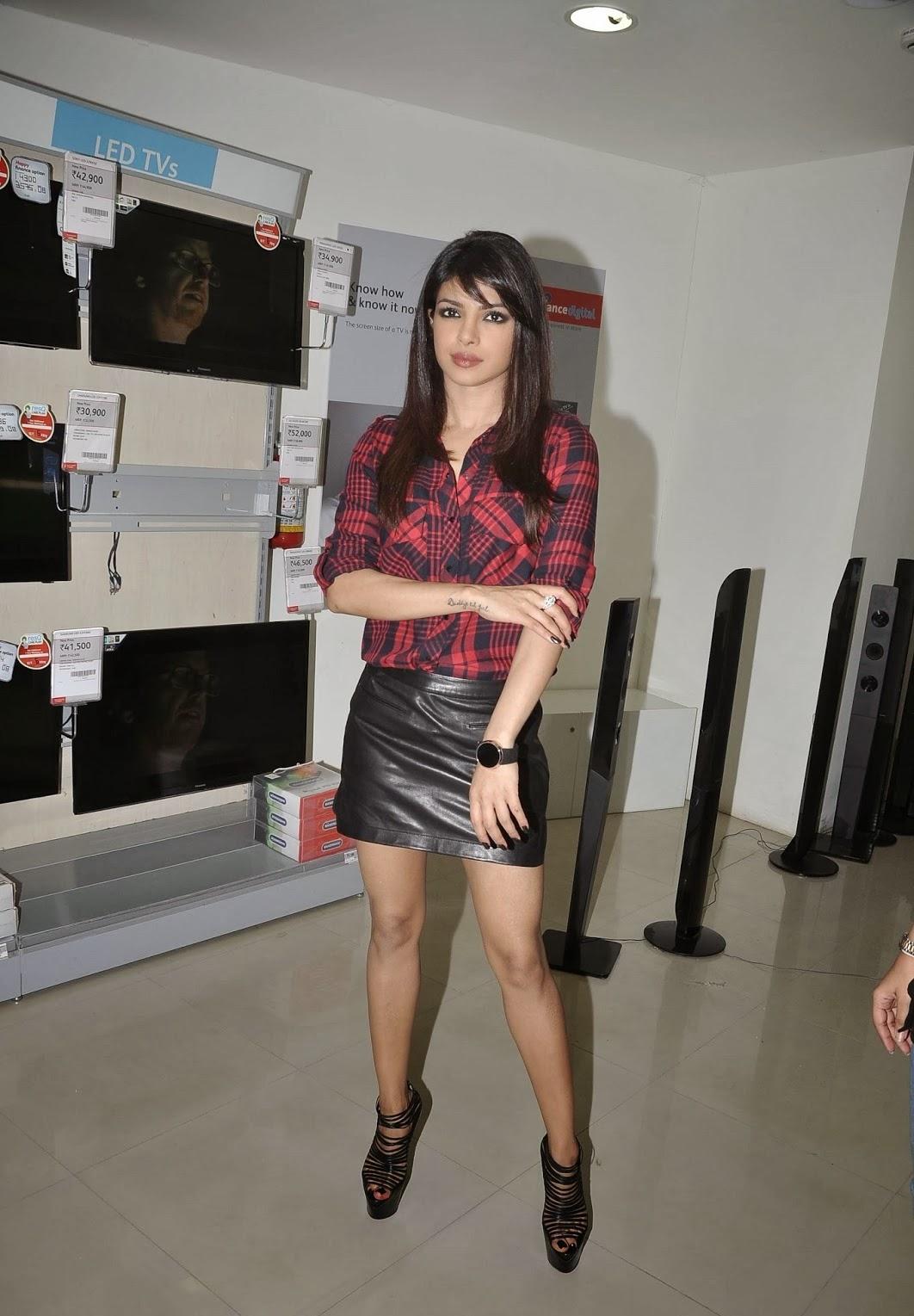 Celebrity Celebritys Priyanka Chopra Showcasing Her Toned