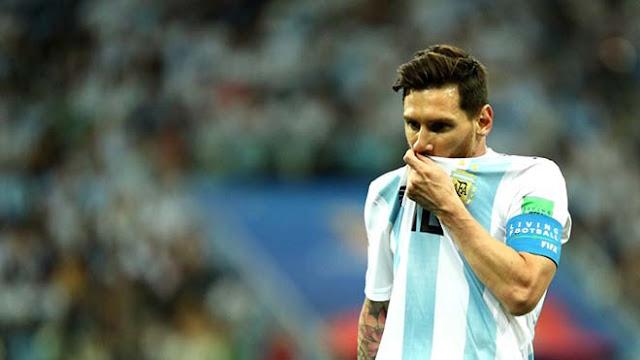 """Argentina thua chấn động: Messi bị """"nhiễm độc"""", """"tàng hình"""" 90 phút sút 1 lần! 2"""
