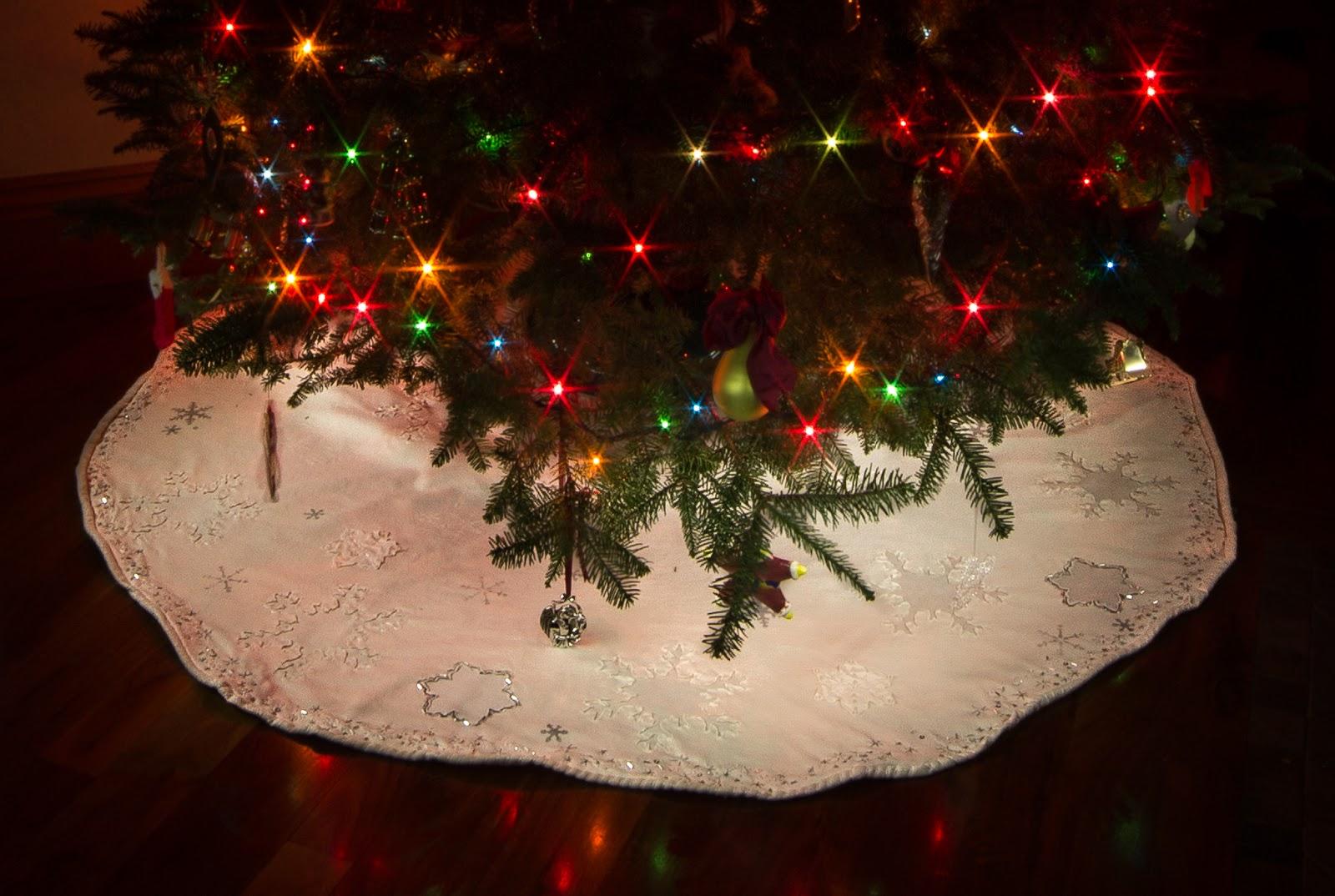 Diy metal christmas tree skirt perfect for a stylish yet