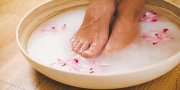 How to Make a Baking Soda Foot Soak That Helps Heal Calluses in Just Ten Minutes