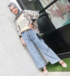 . Model Celana Jeans Wanita Wide Leg Jeans