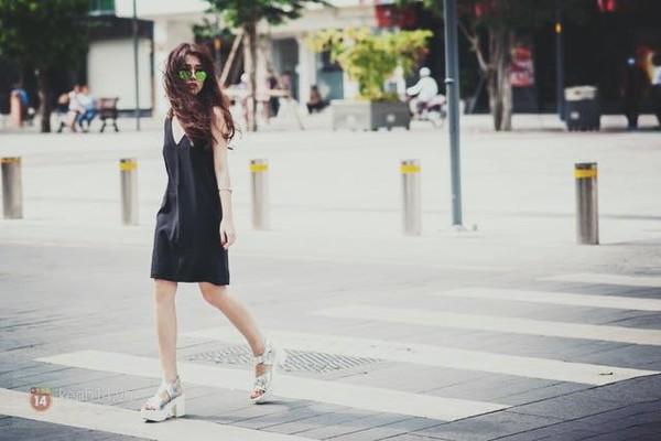 Xem mỹ nữ việt chọn giày Sneaker đế cao bắt cặp hoàn hảo cùng váy h5è