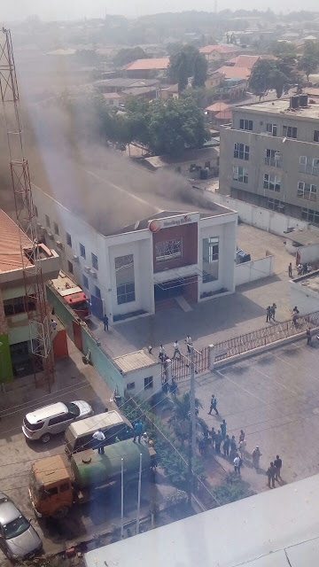 BREAKING NEWS: Fire Outbreak At Sterling Bank In Abeokuta